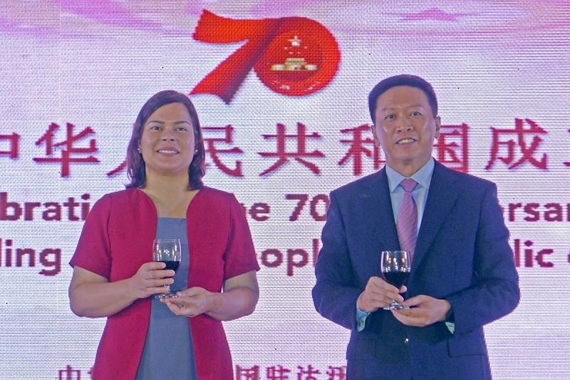 The ceremonial toast of Davao City Mayor Sara Duterte and Chinese Consul General Li Lin (Jinggoy I. Salvador photo)