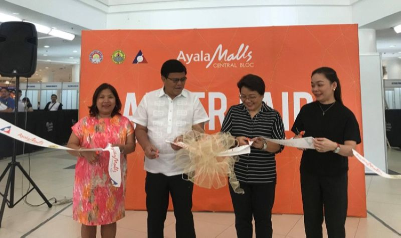 Cebu City Mayor Edgardo Labella (second, from left) joins Ayala Mall officials as they open the two-day job fair for the Ayala Central Bloc, which will soon open this year. With Labella are (left to right) Clavel Tongco, Ayala Malls VisMin head; Bong Dy, general manager of Ayala Center Cebu and Mabel Peñas, operations manager of Ayala Central Bloc. (SunStar foto/ Katlene O. Cacho)