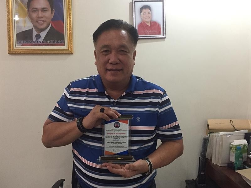 BACOLOD. Bacolod City District Engineer Abraham Villareal presents the plaque of recognition as the Department of Public Works and Highways-Bacolod was ranked fourth in absorptive capacity in the country at a rites held in Zamboanga last month. (Merlinda A. Pedrosa)