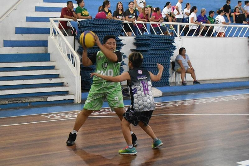 DAVAO. Rinah Vidamo of CMO-B looks to pass the ball to a teammate during a recent match of the City Hall Employees Sports Festival women's 3X3 basketball competition at Almendras Gym Davao City Recreation Center. (Seth delos Reyes)