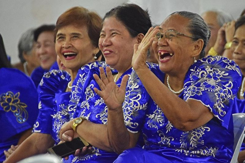 DAVAO. Senior citizens of District Poblacion-B in Davao City are in happy spirits after Davao City 3rd District Councilor Wilberto Al-Ag announced that they are proposing a P3,000 annual pension for senior citizens. However, individuals must be active in their communities to be included in the annual pension. (Photo by Macky Lim)