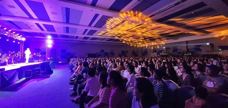 BACOLOD. The songs of yesteryears performed by two acclaimed Filipino hitmakers Rey Valera and Dulce captured the limelight at the