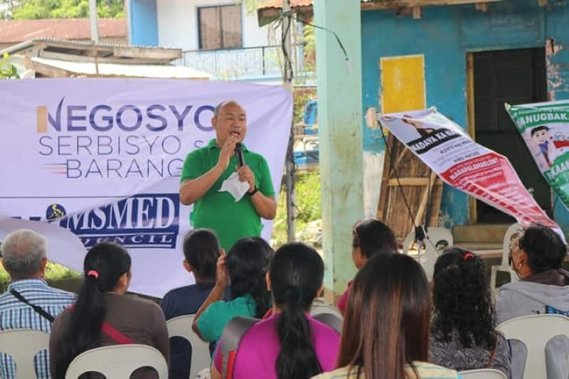 BACOLOD. DTI-Negros Occidental Senior Trade and Industry Development Specialist Engiemar Tupas (standing) speaks before the residents of Barangay Bunga in Salvador Benedicto during the