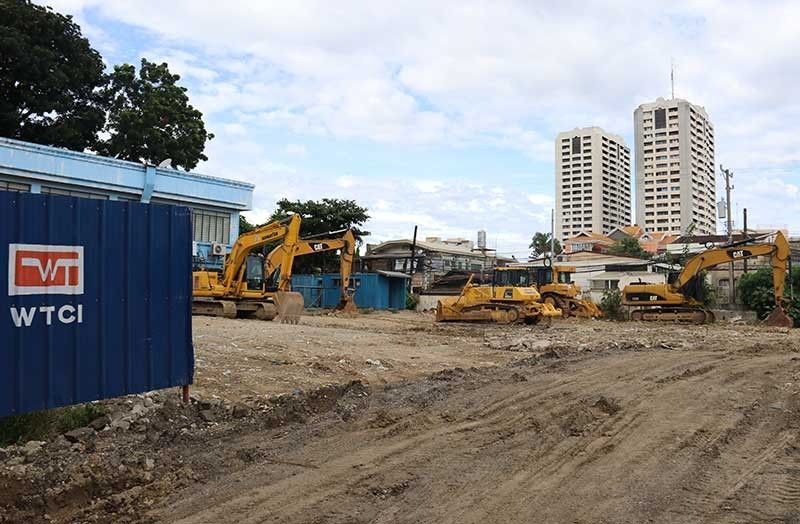 OPEN SPACE. It will be easier for those transacting with offices at the Capitol compound to find a parking space soon. The Provincial Government will use the proposed site of the Provincial Resource Center as a pay-parking area when backfilling work is completed. (SunStar Photo/Amper Campaña)