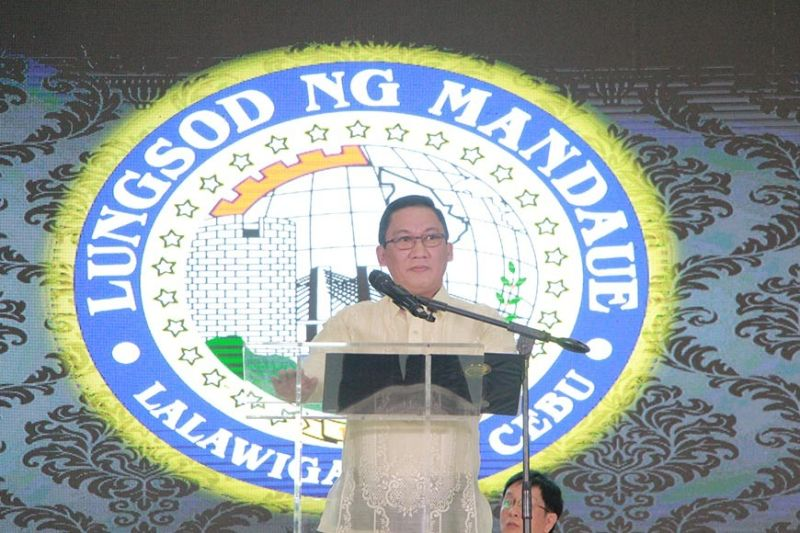 EXPLOITS. Aside from traffic, Mandaue City Mayor Jonas Cortes talks about gains the City has made since he took office, including establishing stronger ties with the police and addressing environmental concerns. (Contributed photo / Mandaue PIO)