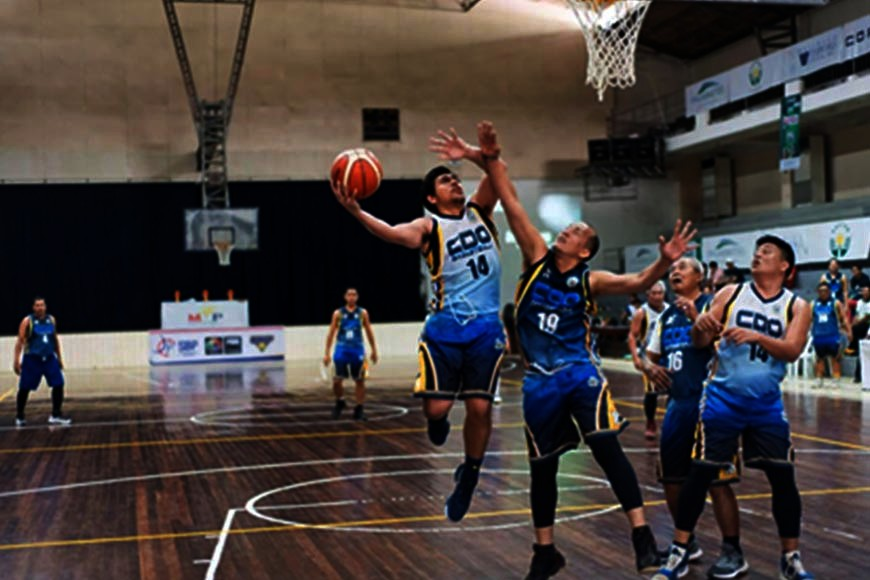 CAGAYAN DE ORO. City Hall's Dark Team crawls back from 12-point third quarter deficit to frustrate Mayor Oscar Moreno's White Team, 89-87, on  Sunday's MYBL preliminary match at the Corpus Christi gym, Cagayan de Oro City. (Contributed CIO Photo/Rhoel Chaves Condeza)