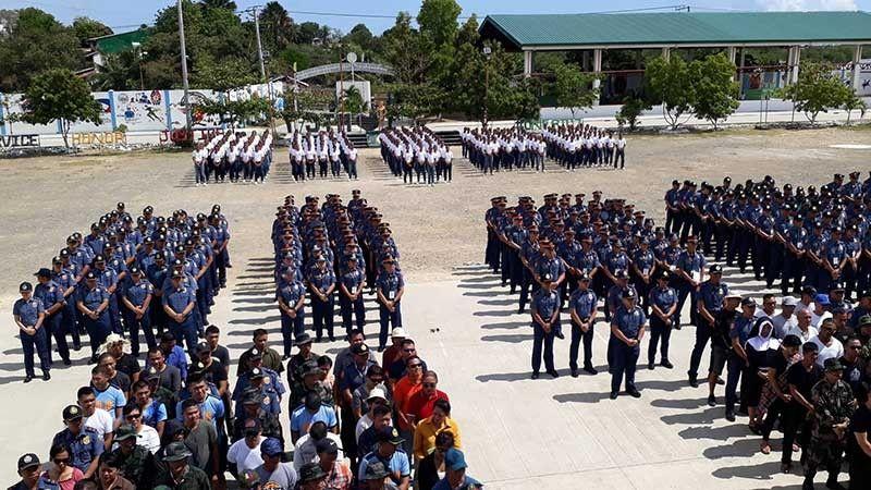 PNP TRAINING: Makita sa hulagway ang dul-an sa 300 ka mga aplikante sa pagka pulis ang gipaubos karon sa subsub sa training. (Arnold Bustamante)