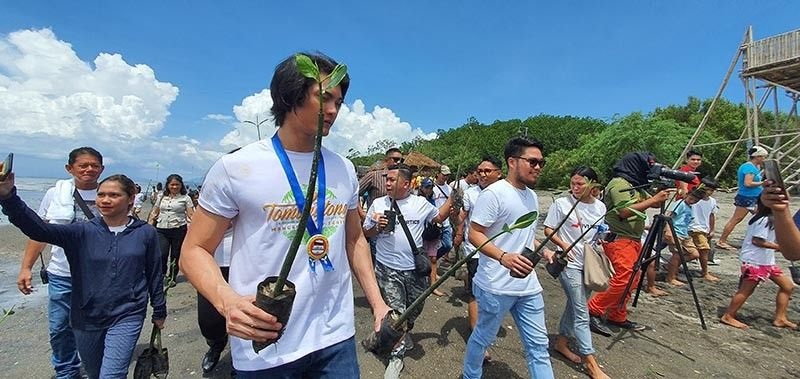 NEGROS. Negrense actor Javi Benitez leads the planting of 5,000 pieces of Mangrove (Bakhaw) propagules at Barangay Tomongtong, E.B. Magalona. (Photo by Carla N. Cañet)