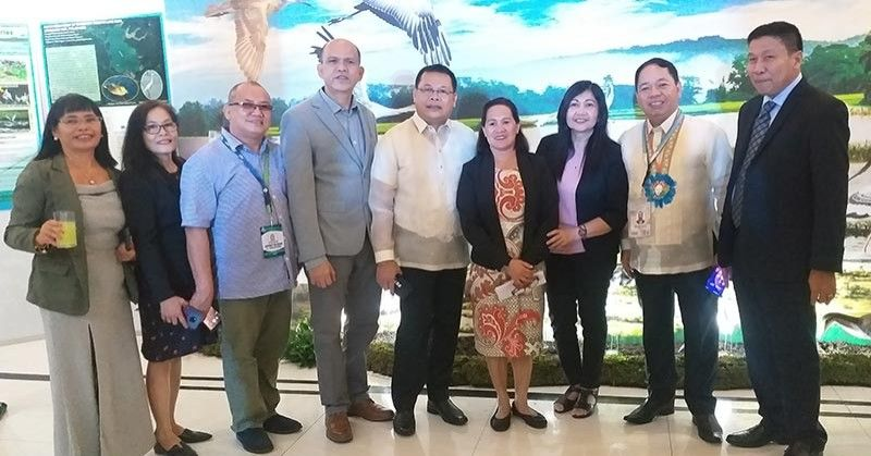 BACOLOD. DENR-Western Visayas executive director Francisco Milla Jr. (second from right) and MGB-Western Visayas officer-in-charge Raul Laput (fourth from left) with Penro-Negros Occidental head Edgardo Rostata (center) and other delegates of the 2nd Research and Development Congress on East Asian-Australasian Flyway for Wetlands and Migratory Waterbirds at L'Fisher Hotel in Bacolod City Tuesday, October 8, 2019. (Photo by Erwin P. Nicavera)