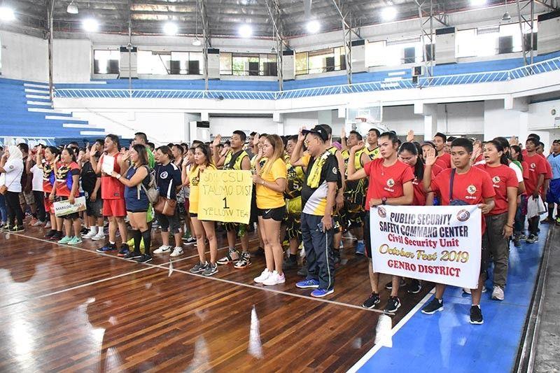 DAVAO. Atol sa opening ceremony didto sa Davao City Recreation Center (kanhi Almendras Gym) nga gitambongan sa pipila ka mga dagkong opisyal sa dakbayan sa Davao. (Pinaambit nga hulagway)