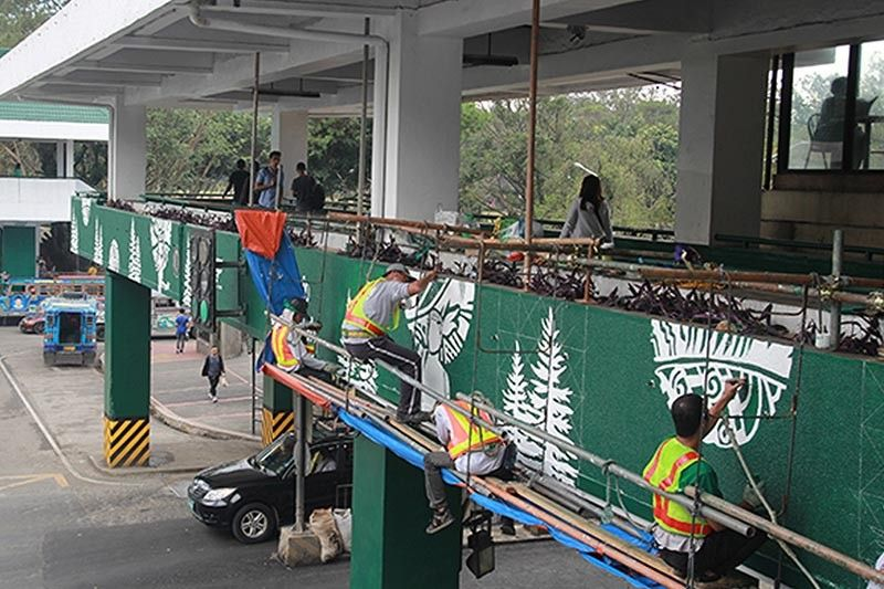 Workers in Baguio City beautify the overpass along Harrison Road and all other overpass in the central business district. (Jean Nicole Cortes)
