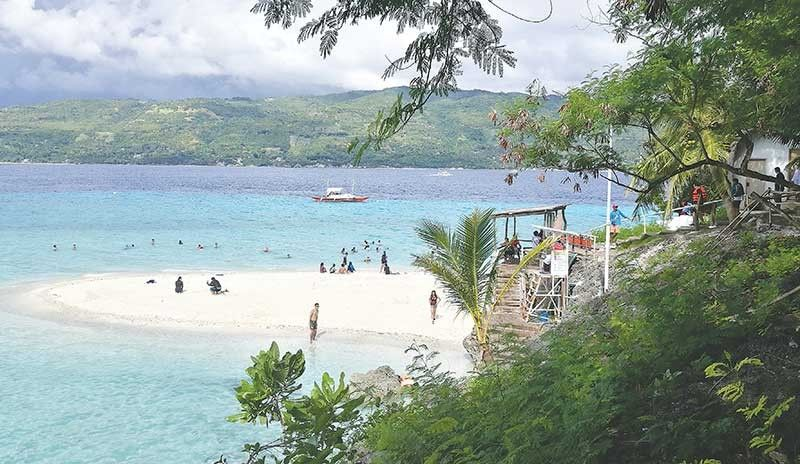 BEST ISLANDS. Cebu is voted as the second best island in Asia in the 2019 Readers' Choice Awards survey of travel magazine Condé Nast Traveler. Boracay Island emerged as the best island in Asia. (SunStar file photo)