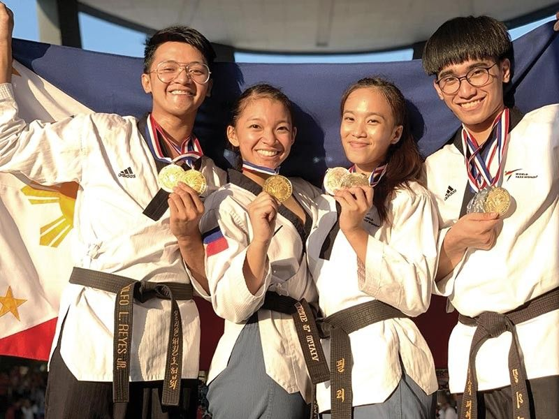 LOFTY TARGET. Rinna Babanto (second from right) will be donning the Philippine colors in the Southeast Asian Games anew. (Photo grabbed from Babanto's Facebook account)