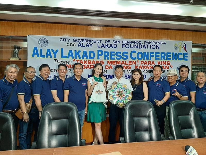 PAMPANGA. Miss Millennial Pampanga Angela Maria Robson gets tokens from Mayor Edwin Santiago during her recent courtesy call in the City of San Fernando. Joining them are officials of the Alay Lakad Foundation. (Princess Clea Arcellaz)