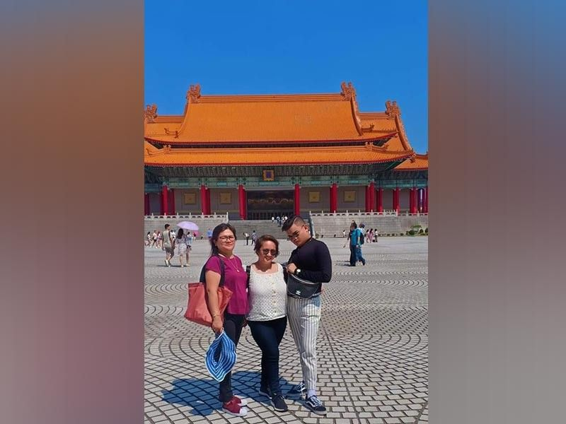 TAIWAN. Local broadcast journalist Teresa Ellera with Danica Therese and Dhels Jaster exploring Taiwan. They visited several tourist spots and enjoyed each other's company. (Photo by Teresa Ellera)