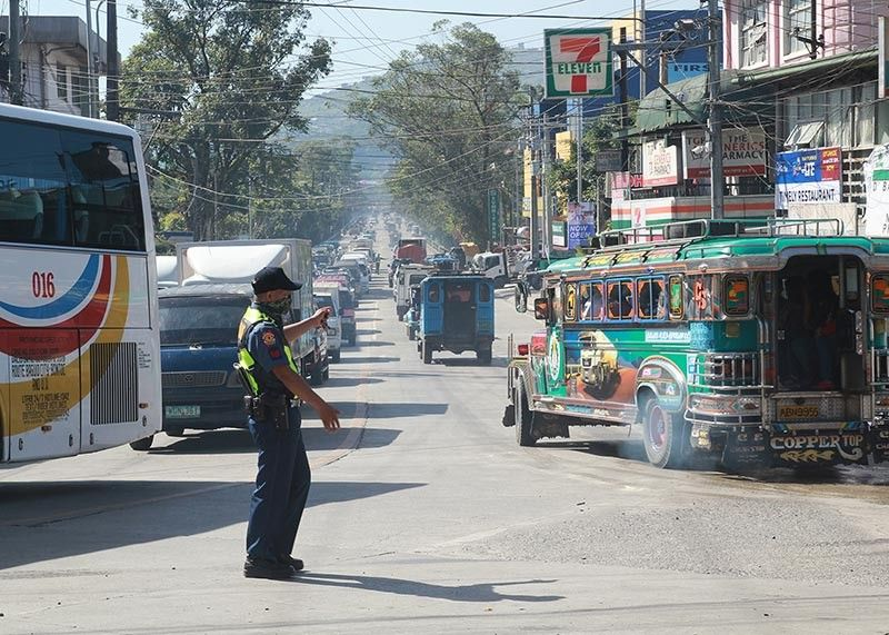 BAGUIO. A police officer directs traffic along Km. 5 in La Trinidad, Benguet. Traffic and congestion remain one of the biggest unresolved problems in Baguio and La Trinidad. (Jean Nicole Cortes)