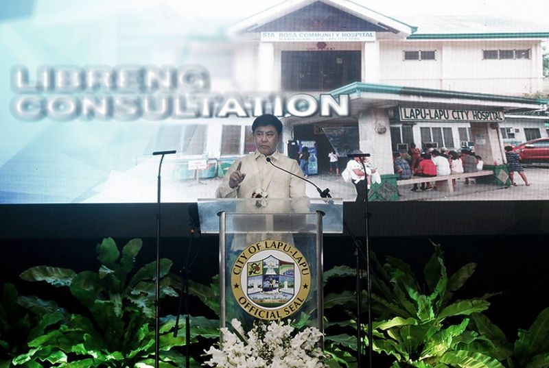 Lapu-Lapu City Mayor Junard Chan delivers a report on his accomplishments on his first 100 days in office before a packed crowd at Hoops Dome on Thursday, Oct. 10, 2019.  <b>(Photo by Alan Tangcawan)</b>