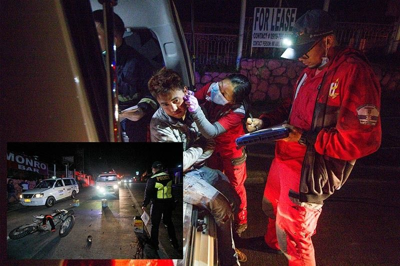 BAGUIO. The Emergency Response Service crew attends to one of the injured motorcycle riders during a crash (inset) along Buhagan (Bokawkan) road past 1:30 a.m. of October 11, 2019. (Jean Nicole Cortes)