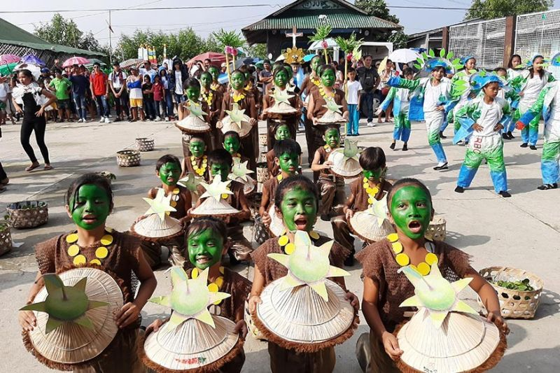 PAMPANGA. Students of a public elementary school in Masantol town showcase the palapat fruit in their costume for the Palapat Festival streetdance competition. (Photo by Princess Clea Arcellaz)