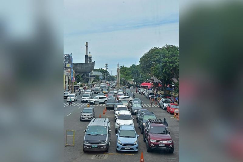 DAVAO. Starting January 2020, the City Government of Davao will enforce Ordinance No. 052-13 Series of 2013, which imposes parking fees on all vehicles parked on San Pedro, Ilustre, Pelayo Iñigo, Villa Abrille, Monteverde, and Duterte streets. (Photo by Macky Lim)