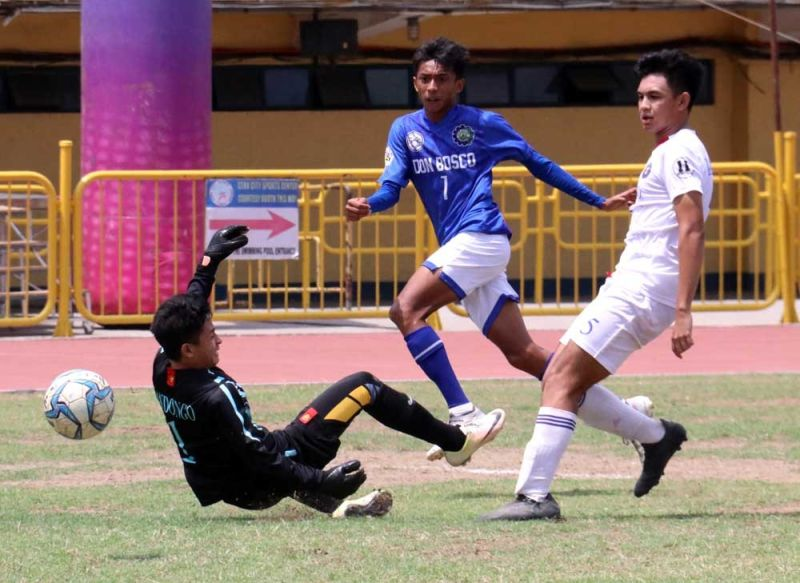13 ON 13.  Don Bosco Technical College's Josh Asignar gets one past the Sacred Heart School-Ateneo de Cebu keeper. Asignar completed a hat trick, increasing his season tally to 13 goals on Oct. 13. (SUNSTAR FOTO / AMPER CAMPAÑA)