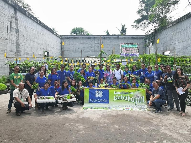 DAVAO. The 2019 graduates of SM Foundation's Kabalikat sa Kabuhayan Farmers Training Program. (Photo by Ace Perez)
