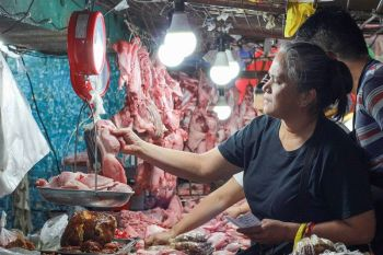 BAGUIO. Baguio City Public Market meat vendors assure their meat products are free from African Swine Fever (ASF). (Photo by Jean Nicole Cortes)