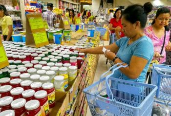 ENOUGH SUPPLY. Hams are among the most in-demand goods during the holiday season. Pork producers in Central Visayas have assured there will be enough supply through the Christmas rush. (SunStar File)