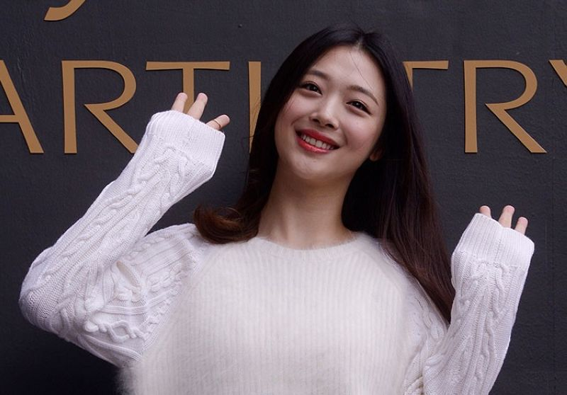 SOUTH KOREA. In this September 30, 2015 photo, South Korean pop star and actress Sulli poses during the K-Beauty Close-Up event in Seoul, South Korea. (Jang Se-young/Newsis via AP)