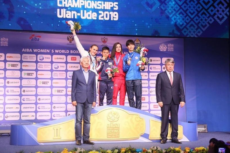 DAVAO. Makita si Nesthy Petecio (ikatulo gikan wala) nga nipaak sa iyang bulawang medalya atol sa awarding didto sa Ulan-Ede, Russia, human nihari sa Aiba Women's World Boxing Championships 2019. (Photo courtesy of Aiba)