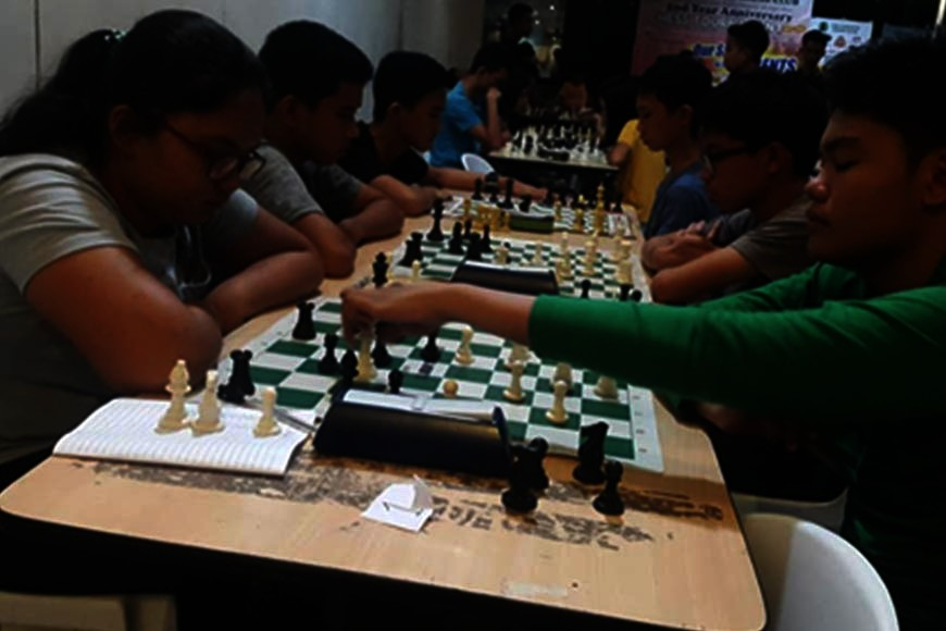 CAGAYAN DE ORO. Erstwhile unbeaten David Rey Ancheta comfortably makes his move against Corpus Christi compatriot Lorebina Carrasco II before disaster strikes in this final round matches of the Parents Chess Club's 2nd Anniversary Tournament on Saturday, October 12, 2019, at the Limketkai Mall, Cagayan de Oro City. (Lynde Salgados)