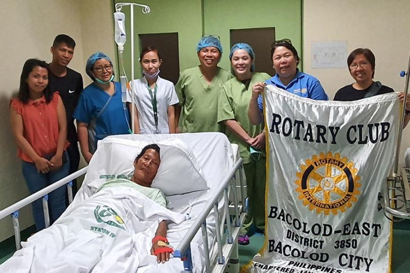 Rotary Club of Bacolod - East President Marinnette Torrejon with patient Lunesito Bancolo and his family and the Medical Team of South Bacolod General and Medical Center, Inc. led by Dr. Benjamin Souribio.