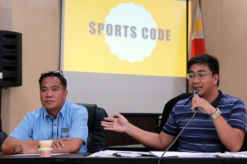 SPORTS DEVELOPMENT. Gaudencio Gonzales, Baguio City's Sports Development Officer and Councilor Levy Orcales discuss the contents of the proposed comprehensive sports development code during the public consultation at the Baguio City Hall recently. The consultation was attended by various coaches, teachers from DEPED, and sports enthusiasts. (Jean Nicole Cortes)