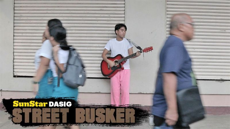 DAVAO. Zyrel Ranain, 21, a street performer or street busker in Davao City. (SunStar Davao)