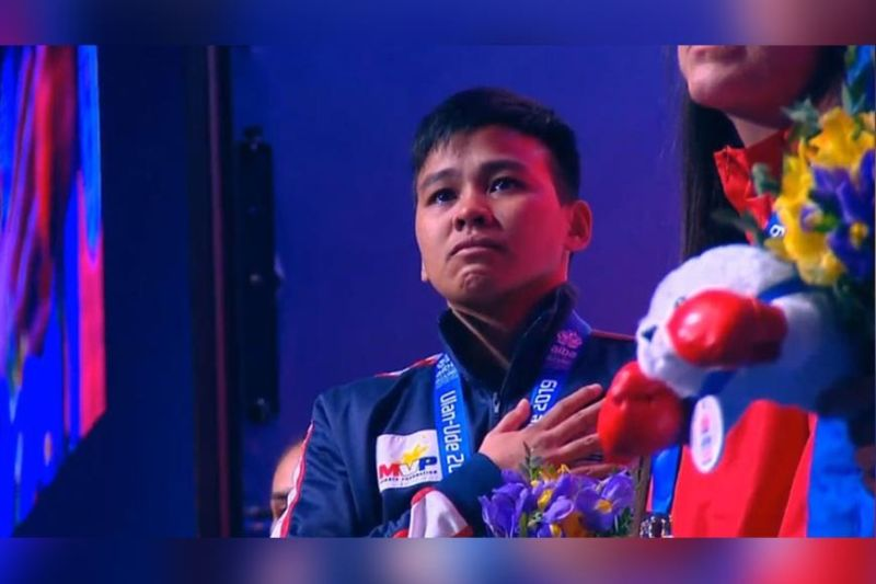 RUSSIA. Nesthy Alcayde Petecio of the Philippines seems emotional during the singing of the national anthem after receving her gold medal in the 2019 Aiba Women's World Boxing Championships Sunday, October 13, in Ulan-Ede, Russia. (Reddit Philippines)