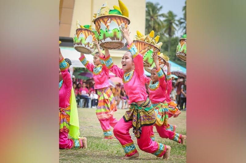 PAMPANGA. Ang Northlink Institute of Technology nga mikiay og taman, butang nga sila mikampeyon sa Sayaw sa Kadalanan subay sa 7th Binulig Festival. (Hulagway gikan Rodmar Castillo)