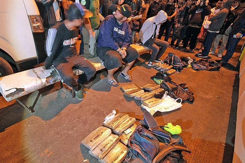 BAGUIO. Three tourists from Antipolo were caught carrying some 17 bricks of dried marijuana in a drug bust at a bus station in Slaughter Compound Monday evening, October 14, 2019. Authorities tracked the suspects and waited for them to arrive in the city from Bontoc before arresting them. (Photo by Jean Nicole Cortes)