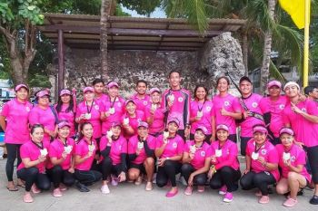 RAISING AWARENESS. The Cebu Pink Paddlers Dragon Boat Team is paddling for a purpose. The team wants to raise breast cancer awareness. (Contributed photo)