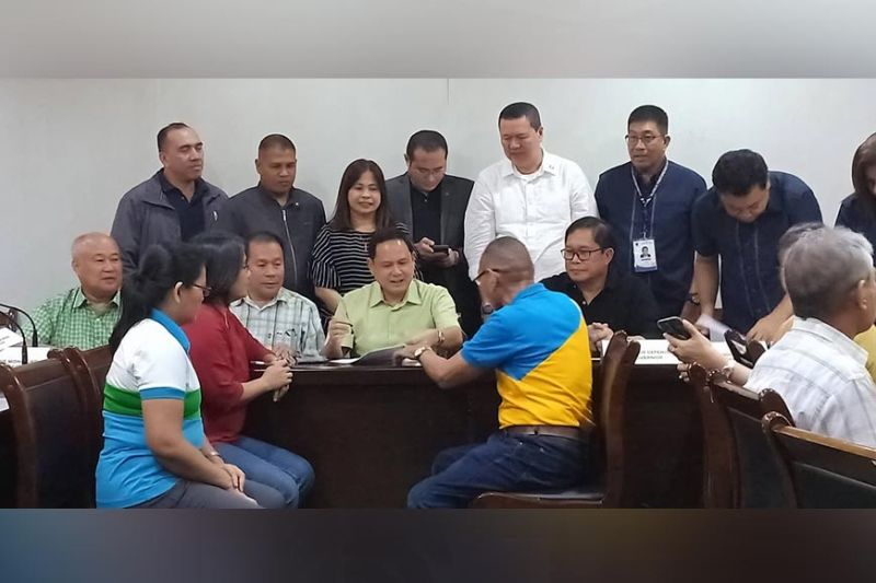 ILOILO. Governor Arthur Defensor Jr. leads the contract signing between the provincial government and farmer cooperatives for the loan aid program on Monday, October 15, 2019, at the Governor's Boardroom. Also present as witnesses are the members of the provincial board. (Contributed photo)