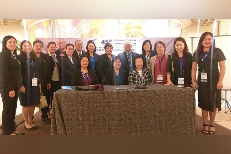 BACOLOD. Provincial Government of Negros Occidental officials with Metro Bacolod Chamber of Commerce and Industry (MBCCI) delegates at the ongoing 45th Philippine Business Conference and Expo at The Manila Hotel. Economic Enterprise Development Department head Lucille Gelvolea (seated center) presented the business and investment opportunities of the province in one of the breakout sessions Wednesday, October 16, 2019. (Erwin Nicavera)