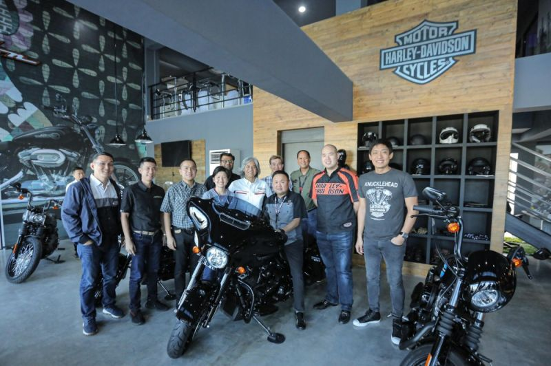PAMPANGA. Harley-Davidson of Pampanga hosted the Quarterly Round Table Meeting at the newly opened showroom at LausGroup Motorcycle Hub on Wednesday, October 16, 2019. It was participated by (from left) Erwyn Yu and Regan Rex King, H-D Cebu and H-D Davao; Levy Adrian A. Laus, executive director, H-DP; Tongjia Dechatiwatana and NishantN Divekar, Asia Emerging Markets; Jay Bautista, H-D Manila; (seated) Paul Tristan A. Laus, President, H-DP; Victor Besnard, Asia Emerging Markets; Jonjie A. Paguio, Business Manager, H-DP; Frankie Ang, H-D Manila; and Roscoe Odulio, H-D Cavite. <b>(LGC photo)</b>