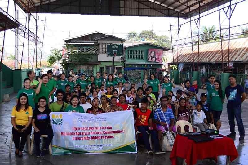 BACOLOD. DAR-Negros Occidental I personnel with differently-abled farmer-members of various agrarian reform beneficiaries organizations in Manapla during the outreach activity at Barangay 1-A covered court in the said locality yesterday. (Contributed Photo)