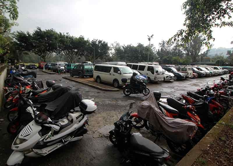 BAGUIO. Vehicles and motorcycles are cramped at the Ganza Parking Area as Baguio City's population continues to balloon. The city government is seeking the understanding of all residents for the construction of parking facilities to help ease congestion in roads. (Photo by Jean Nicole Cortes)