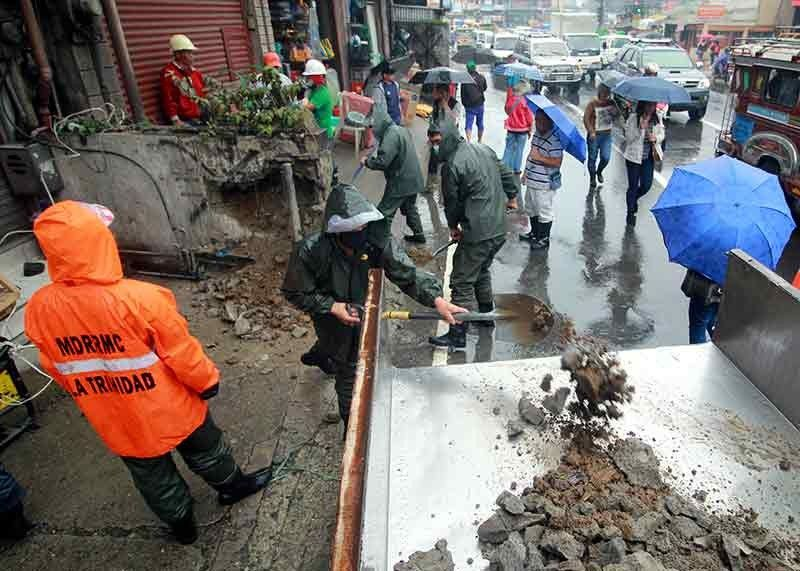 BAGUIO. In this file photo taken September, the Municipal Disaster and Risk Reduction Management (MDRRMC) carry out orders to clear road obstructions along La Trinidad's main thoroughfares. (Photo by Jean Nicole Cortes)