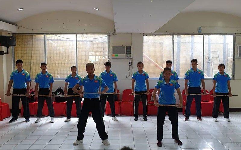VIETNAM: Pipila ka mga sakop sa Vietnam national arnis team ang nagpahigayon og demonstration niadtong Huwebes, Oktubre 17, 2019 atol sa usa ka press conference sa Cebu City Sports Center. (Erwin S. Lirazan)