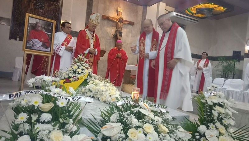 SECOND DEATH ANNIVERSARY. Cebu Archbishop Jose Palma and Auxiliary Bishop Emeritus Antonio Rañola (second and third from left, respectively) celebrate mass with 13 other priests to commemorate the second death anniversary of the late Cebu Archbishop Ricardo Cardinal Vidal. The mass was held at the mausoleum of the Cebu Metropolitan Cathedral on Friday, Oct. 18, 2019. (SunStar Photo/Wenilyn Sabalo)