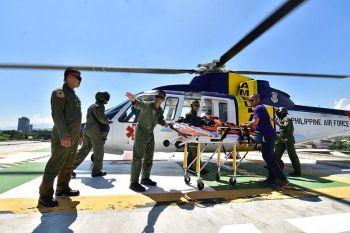 DAVAO. Milanding sa unang higayon ang helicopter sa Philippine Air Force sa Southern Philippines Medical Center sakay ang usa ka 17-anyos nga pasyente gikan pa sa Zamboanga City nga adunay paso sa nawong aron magpa-reconstructive surgery sa Davao City. (Macky Lim)