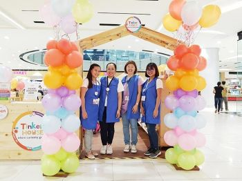 DAVAO. Tinker house. Debbie Uy-Rodolfo (2nd from right) decided to open Tinker House in Davao because she believes in its advocacy to make science, technology, engineering, arts, and math (Steam) activities fun, accessible, and affordable. (Photo courtesy of Tinker House Davao)