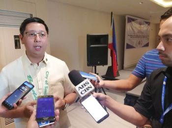 BACOLOD. Dangerous Drugs Board Undersecretary Earl Saavedra in an interview with the local media during his recent visit in Bacolod City. (PIA)