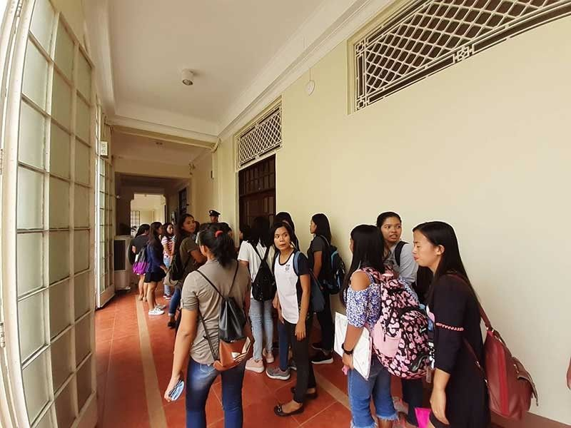 NO MORE 'PAGLAUM' FOR SCHOLARS. More than 1,000 Paglaum scholars will no longer receive tuition assistance and a monthly cash allowance after Gov. Gwendolyn Garcia announced that the Capitol would shoulder the tuition of only 200 scholars who are already in their last semester of college or have already graduated. (SunStar Photo/Arvie N. Veloso)